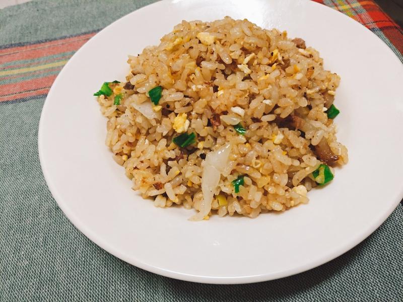 【一個人的廚房】鹹豬肉炒飯