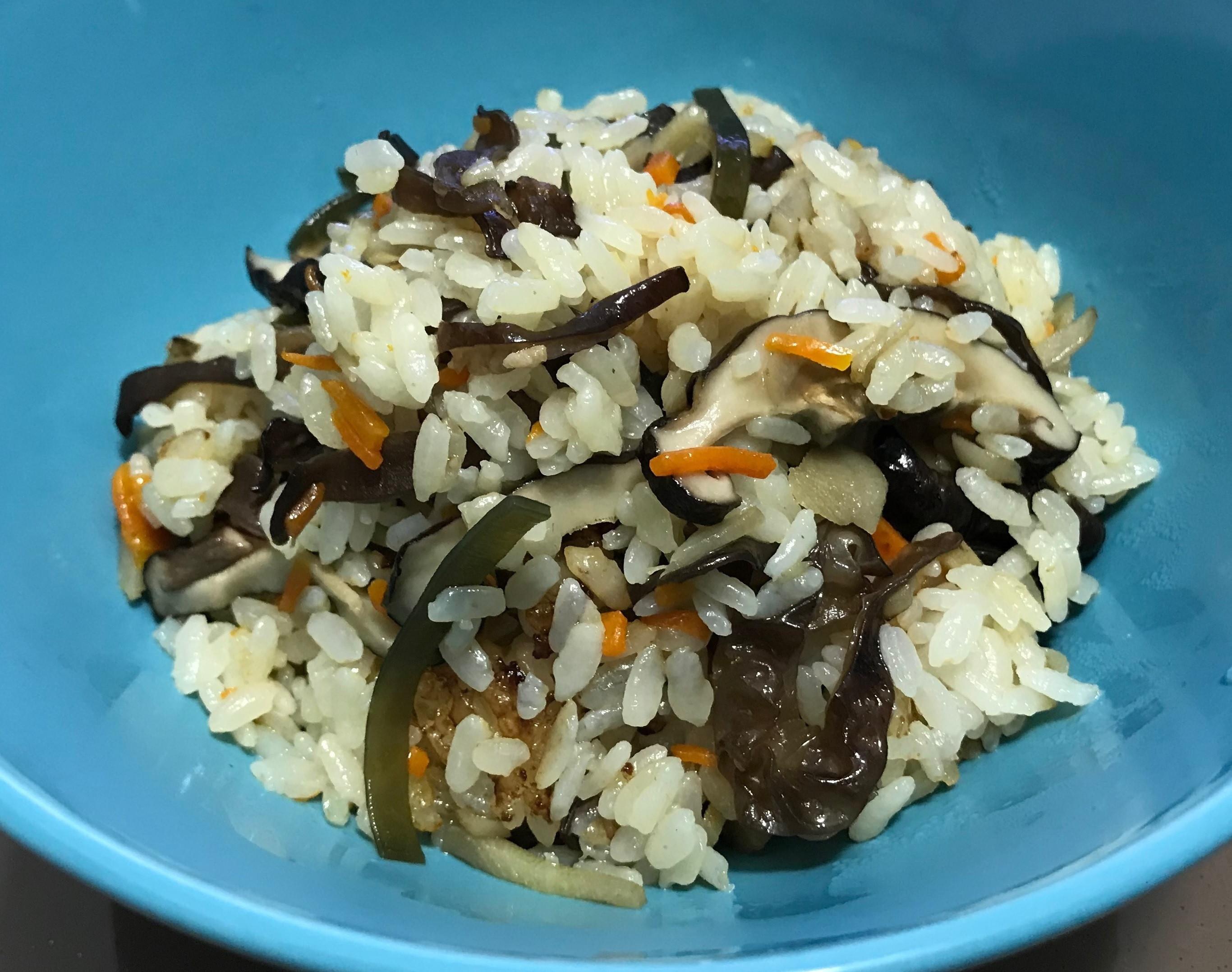 電子鍋料理--->雞肉牛蒡炊飯