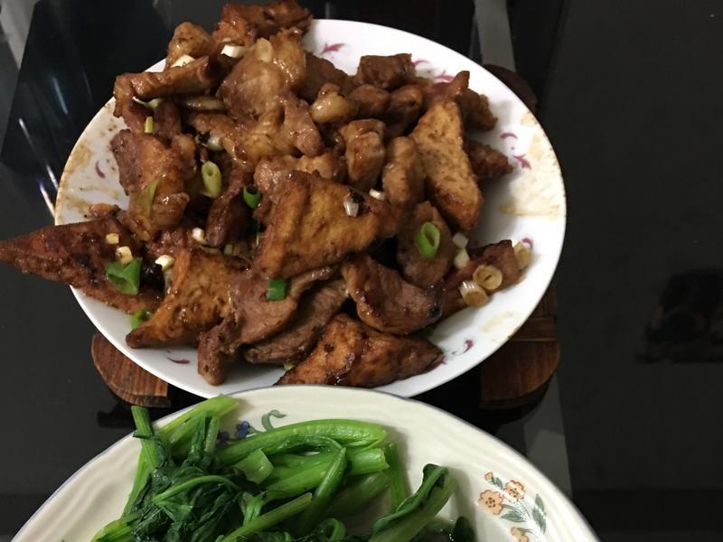 油豆腐炒豬肉