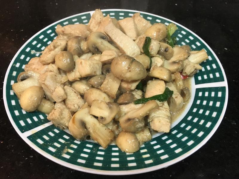 磨菇炒雞丁