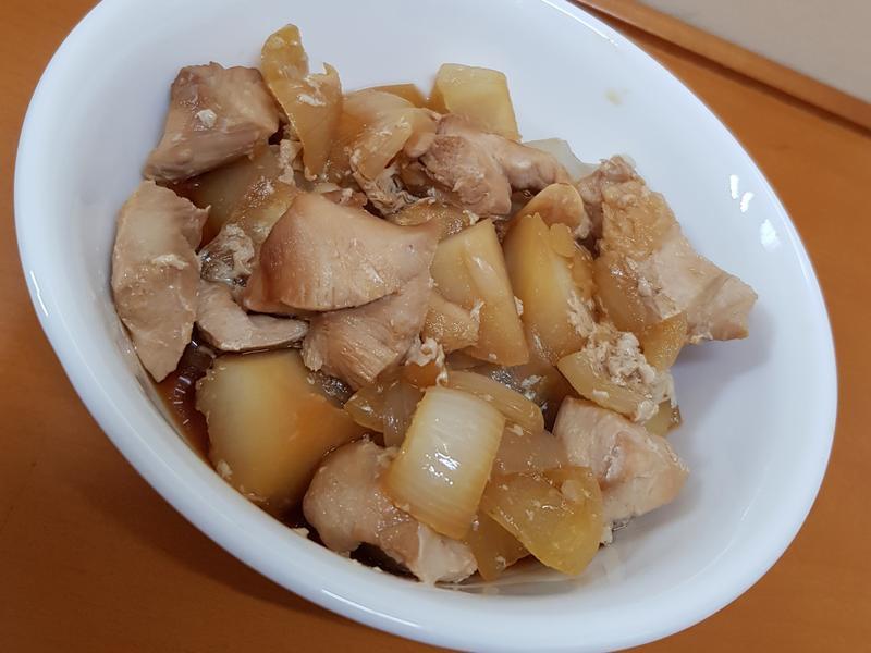 萬能電鍋:洋蔥馬鈴薯蒸雞