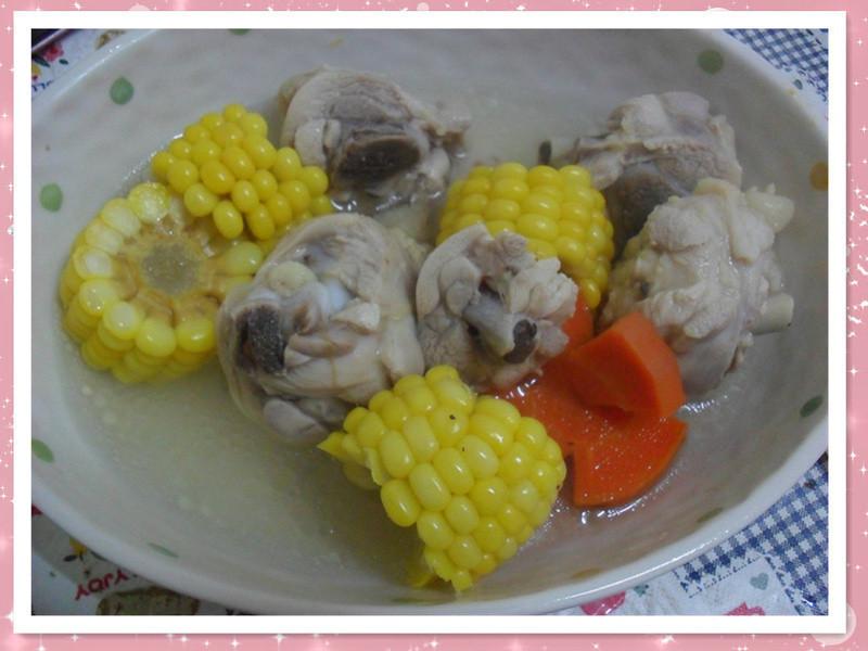 Y芬的小廚房--玉米煲雞湯
