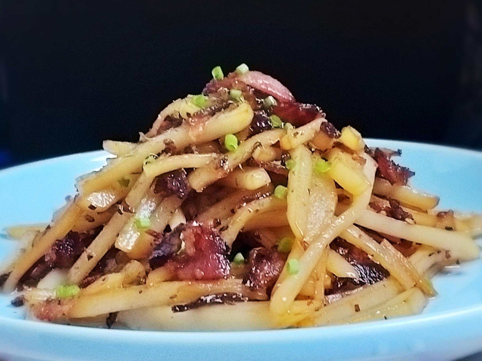 黑胡椒培根炒馬鈴薯~ 開胃菜