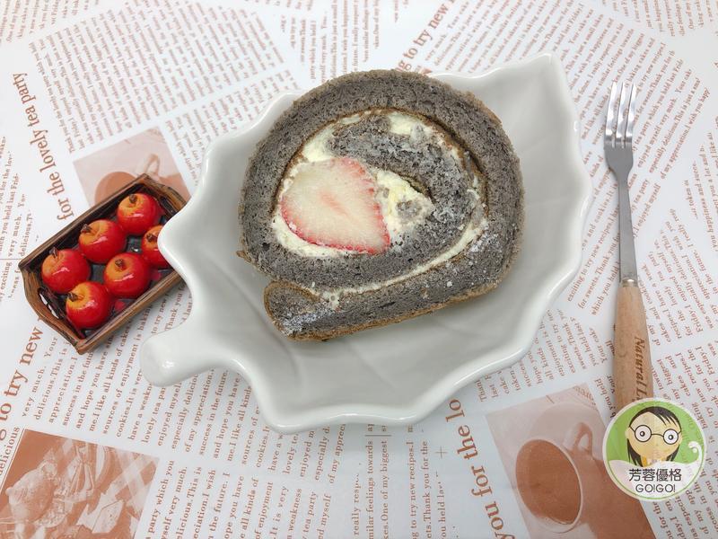 黑可可草莓優格蛋糕卷