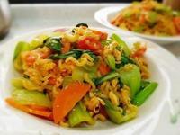 蔬菜炒韓式泡菜泡麵