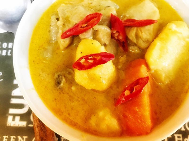泰式黃咖啦雞