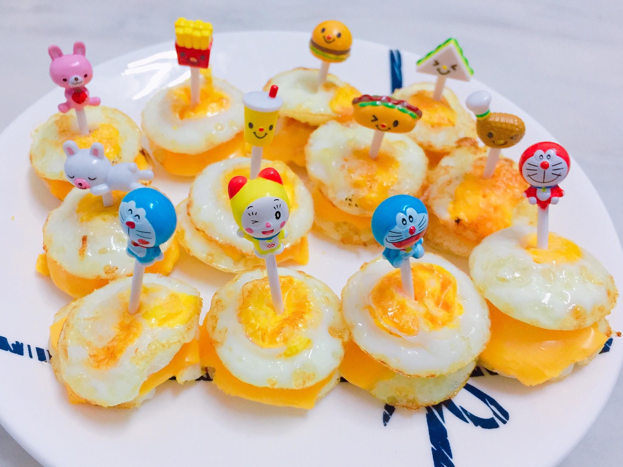煎鳥蛋 小v鬆餅機-使用杯子蛋糕上盤