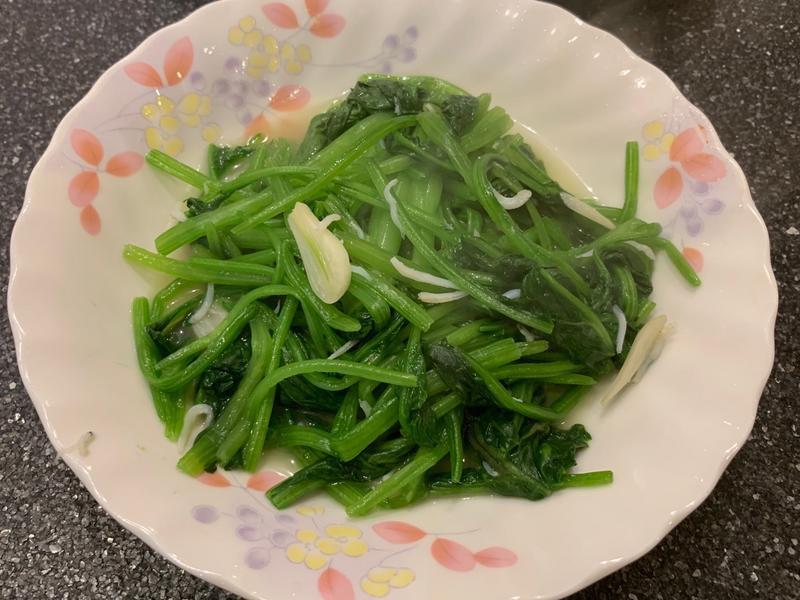 吻仔魚炒菠菜