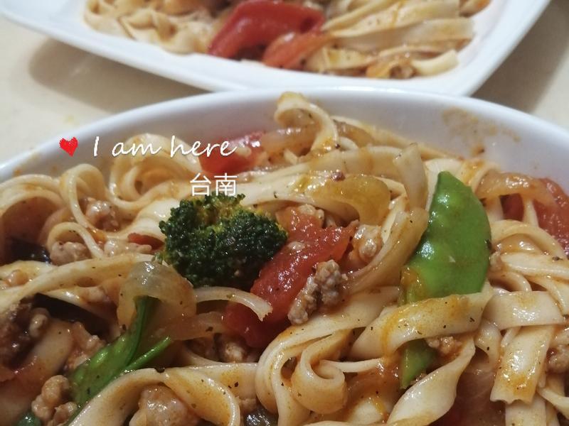 茄醬時蔬肉醬炒麵