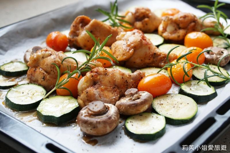 雞肉烤蔬菜。使用蒸氣烘烤爐做西式開胃菜