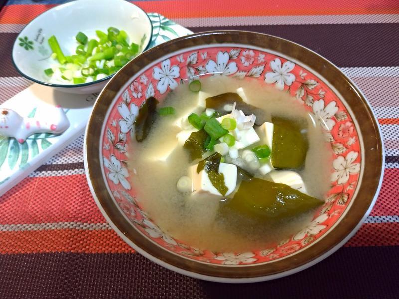 海帶芽鰹魚味噌湯