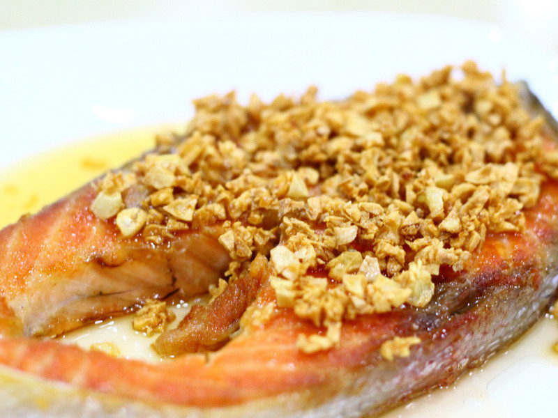 黃金玄米油清爽料理-蒜香黃金鮭魚