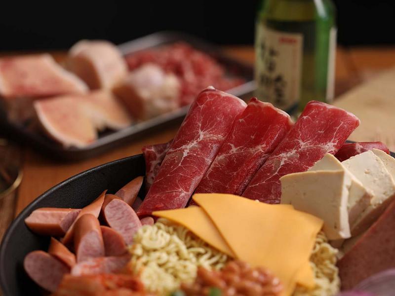【湯瑪仕上菜】-韓式牛肉部隊鍋