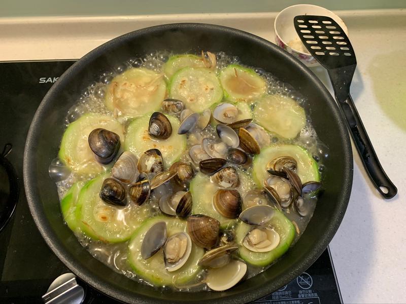 蒜香絲瓜蛤蜊(五分鐘出家常菜)