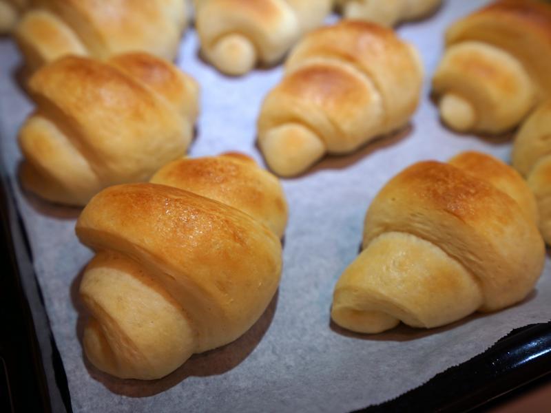 奶油麵包捲。表皮酥脆、內層鬆軟的口感!