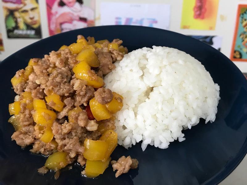 沙茶絞肉炒甜椒🍛 一個人ㄉ午餐不馬虎