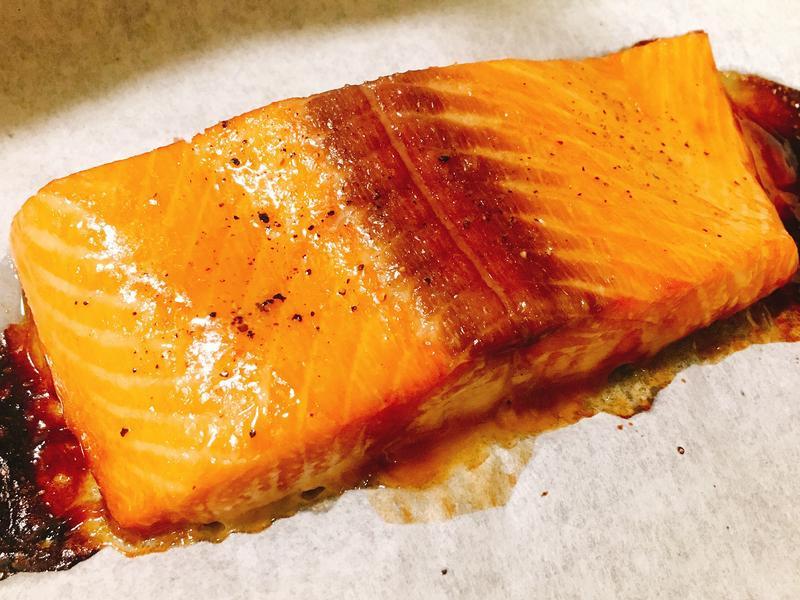 焦糖味炙烤鮭魚排