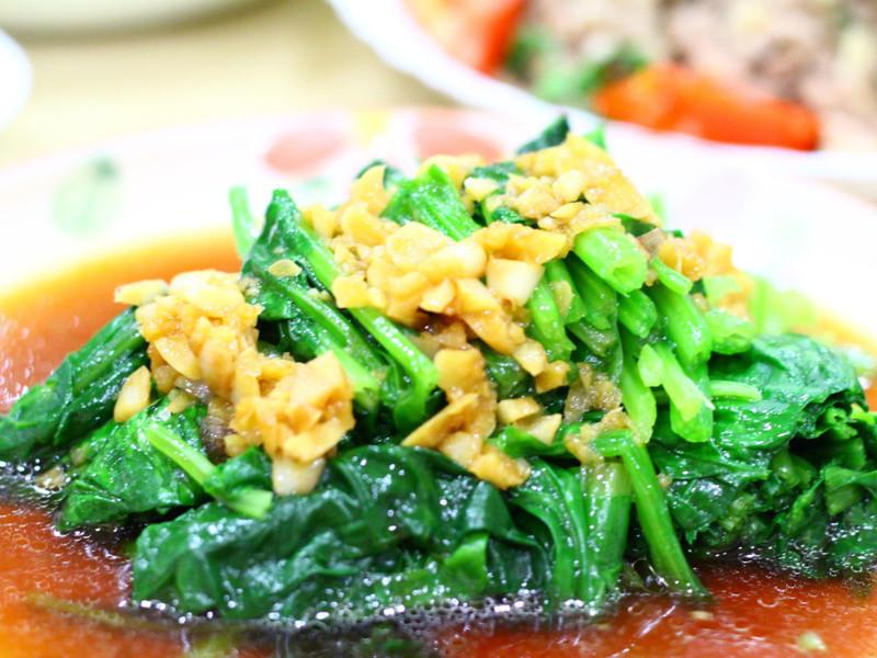 黃金玄米油清爽料理-水煮菠菜淋蒜油醬汁