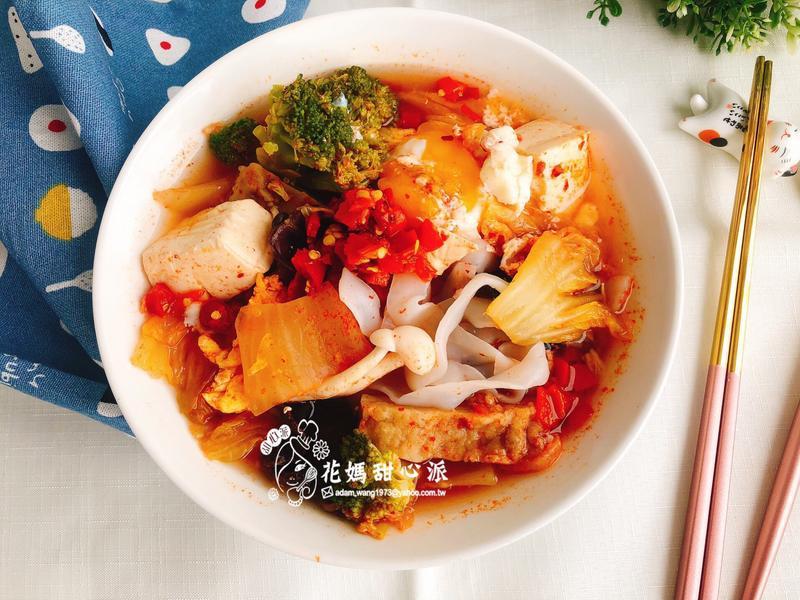 韓式泡菜雞絲河粉鍋(15分鐘低卡料理)