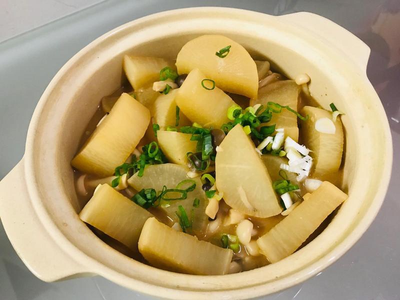 鍋燒系列:白蘿蔔味增菇菇煮