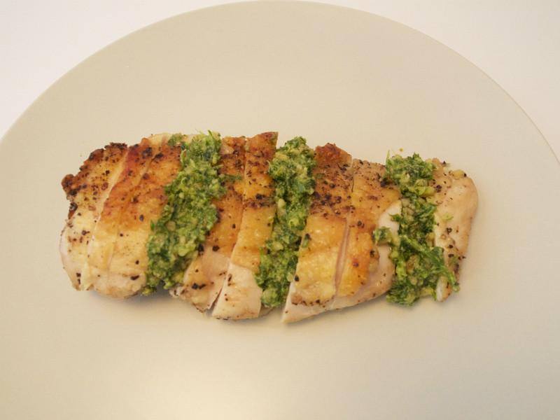 香煎雞胸肉佐青醬