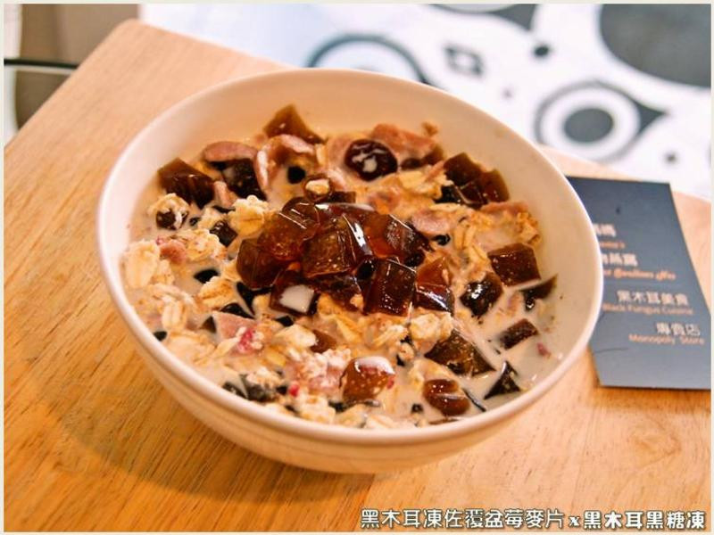 黑木耳凍佐覆盆莓麥片.柯媽媽の植物燕窩