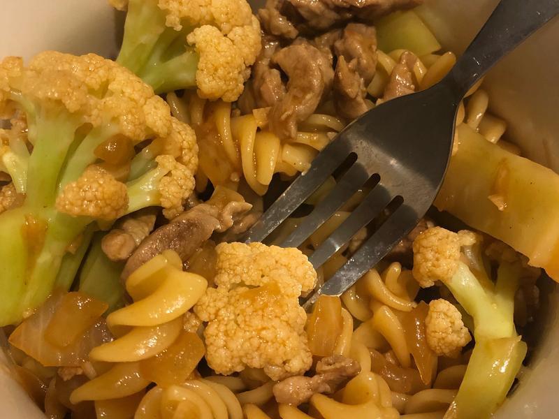 花椰菜肉絲螺絲粉-15分鐘可以上菜