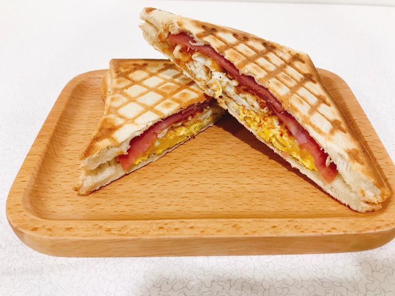 懶人早餐-番茄火腿蛋熱壓吐司