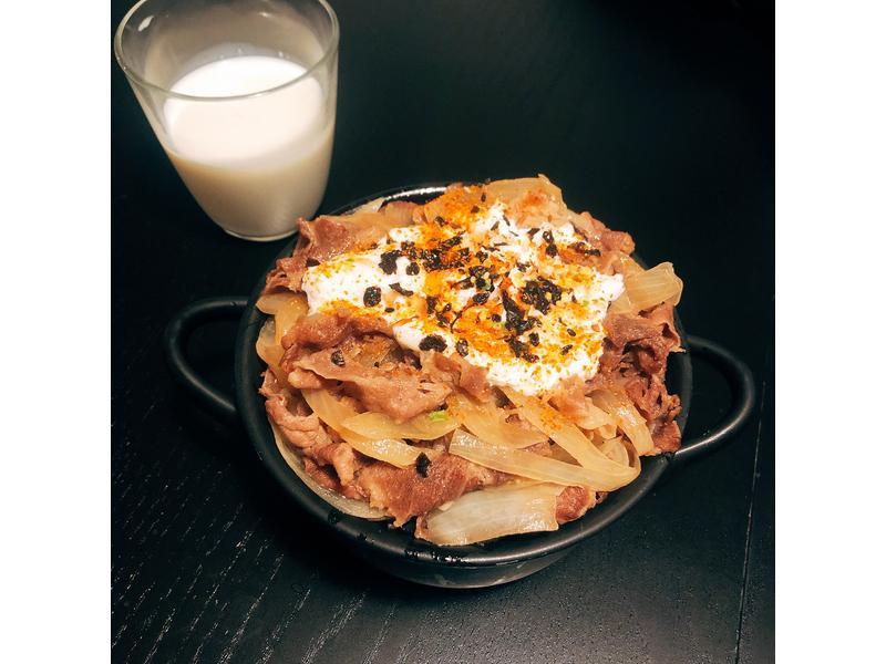 日式どんぶりもの牛肉丼飯