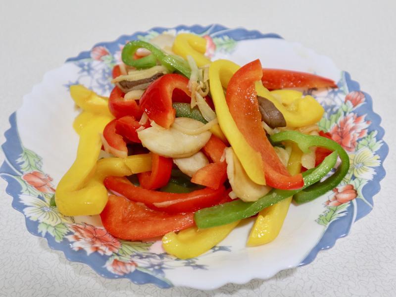 三色椒炒杏鮑菇(青椒、甜椒)