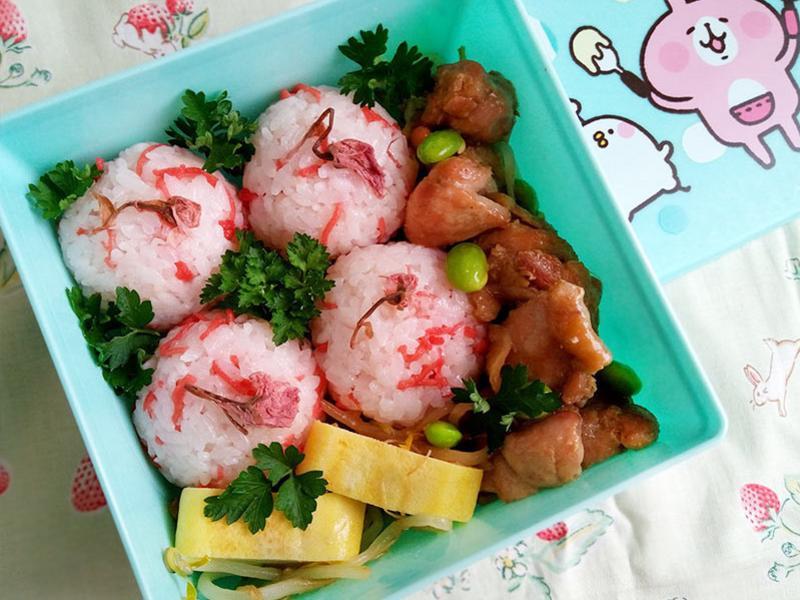 櫻花飯糰x照燒雞塊便當
