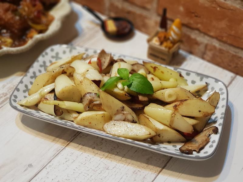 燒烤風香菇炒筊白筍