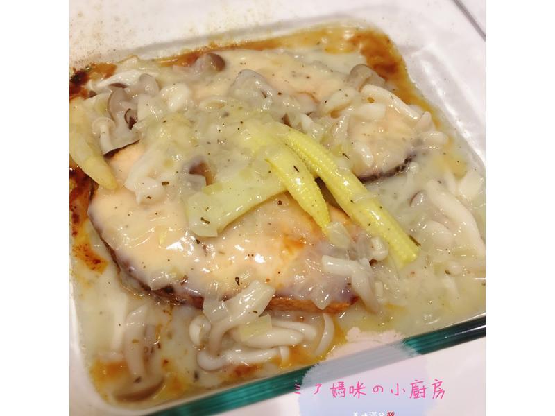 烤鮭魚之奶油白醬菇菇