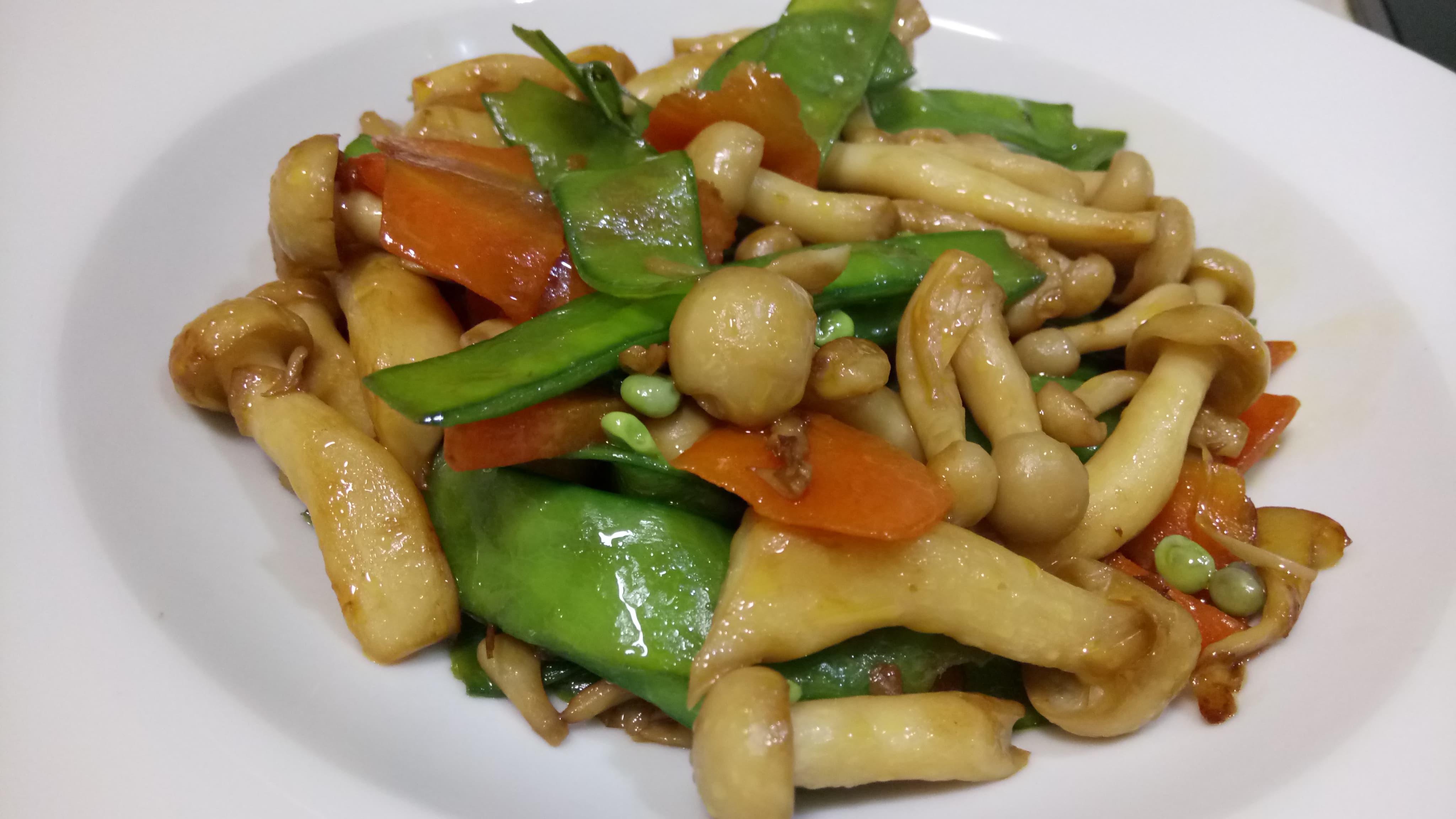 荷蘭豆炒雪白菇