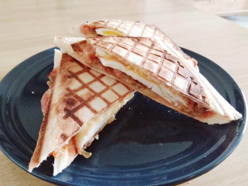 【愛心早餐:肉蛋起司熱壓吐司】