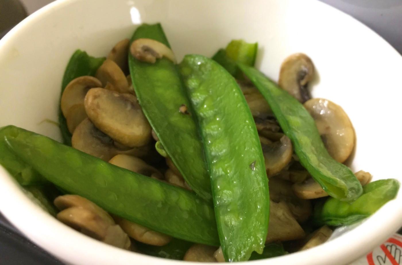 洋菇炒荷蘭豆