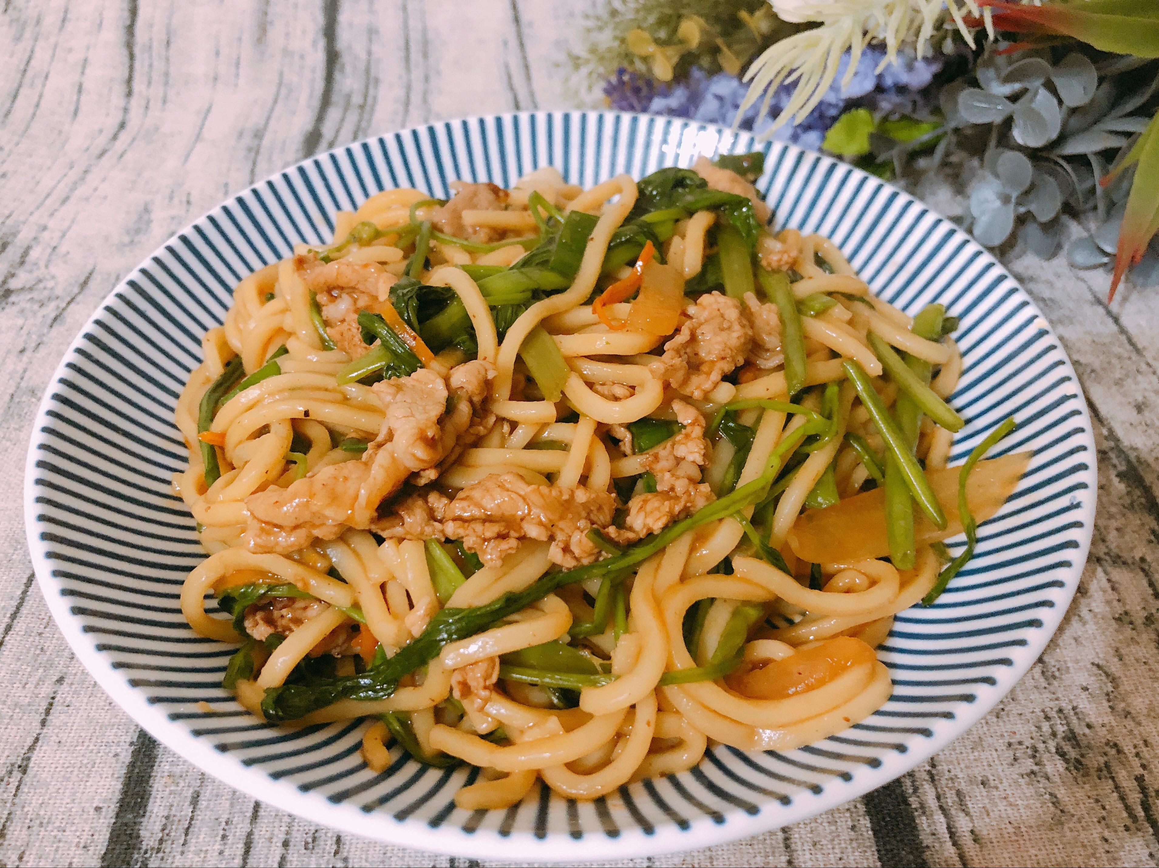 家常料理-黑胡椒炒麵