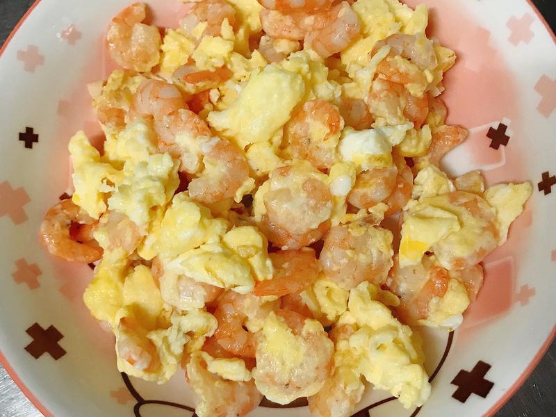 。蒜味蝦仁炒蛋。