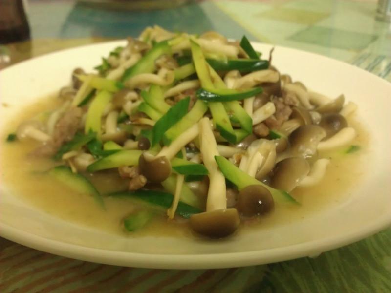 小黃瓜炒柳松菇