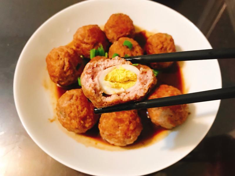醬燒豬肉丸子包蛋