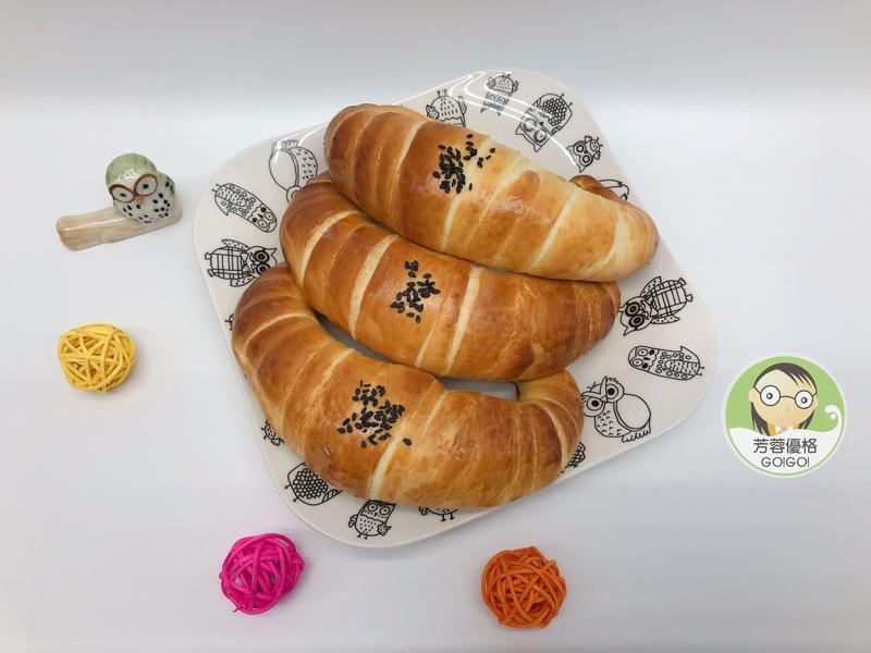 優格金牛角麵包