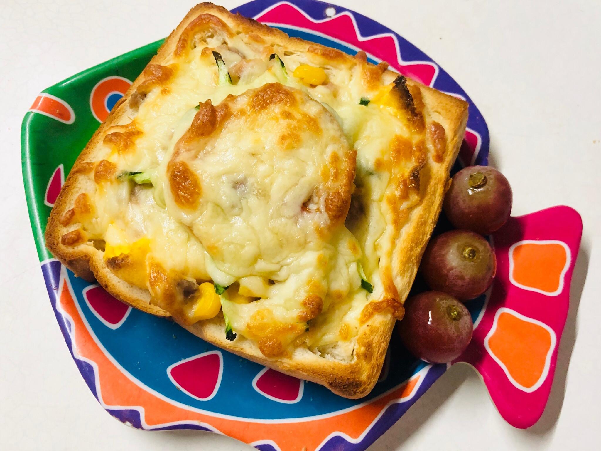 鮪魚玉米蛋焗烤厚片披薩