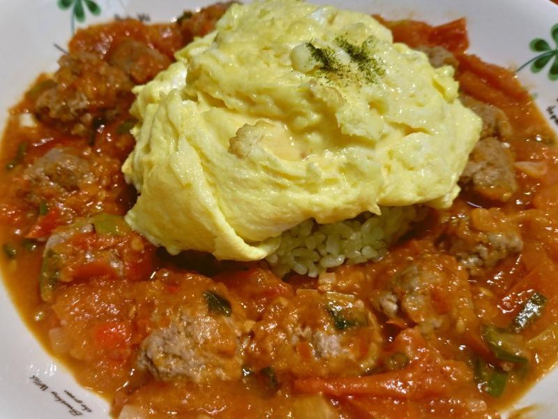 番茄肉丸子佐滑蛋綠藻米飯