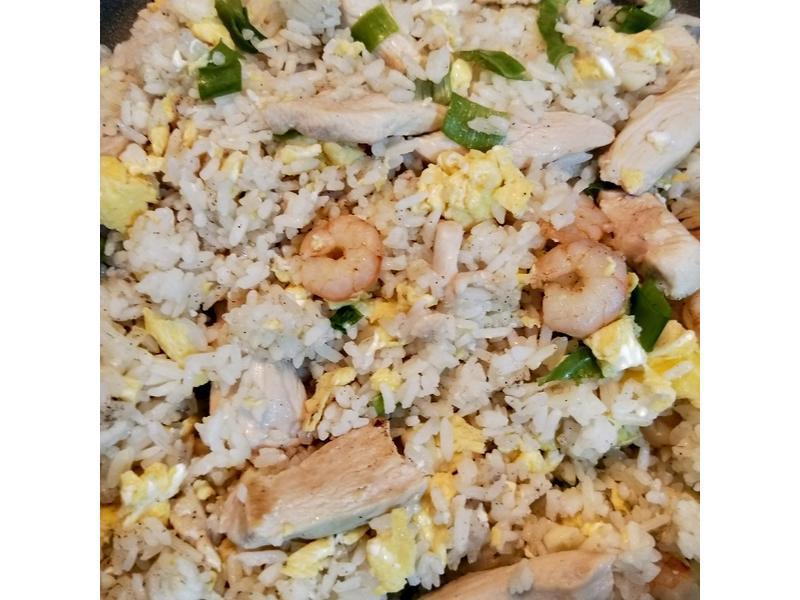 蝦仁雞肉蛋炒飯