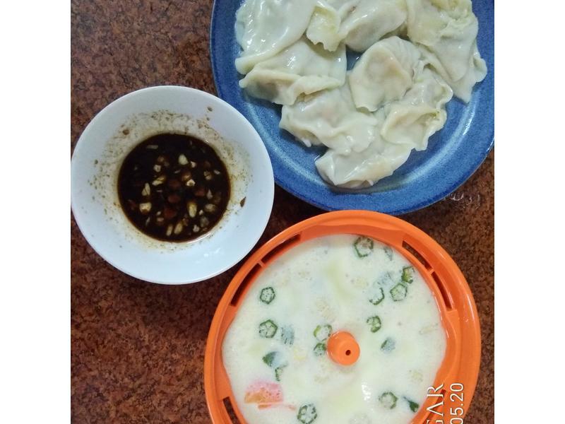 蔬菜蒸蛋和韭黃蝦仁水餃(電子鍋料理)