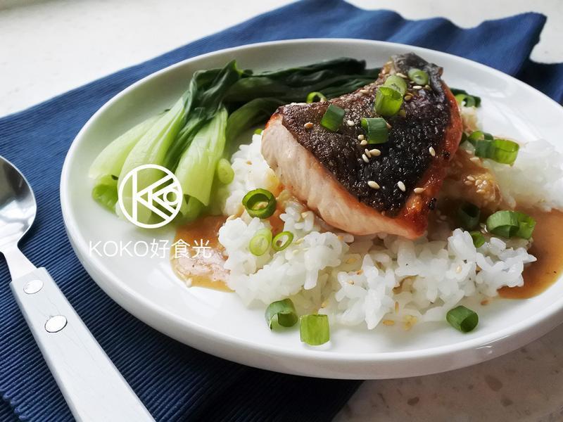 脆皮煎鮭魚佐日式味噌醬