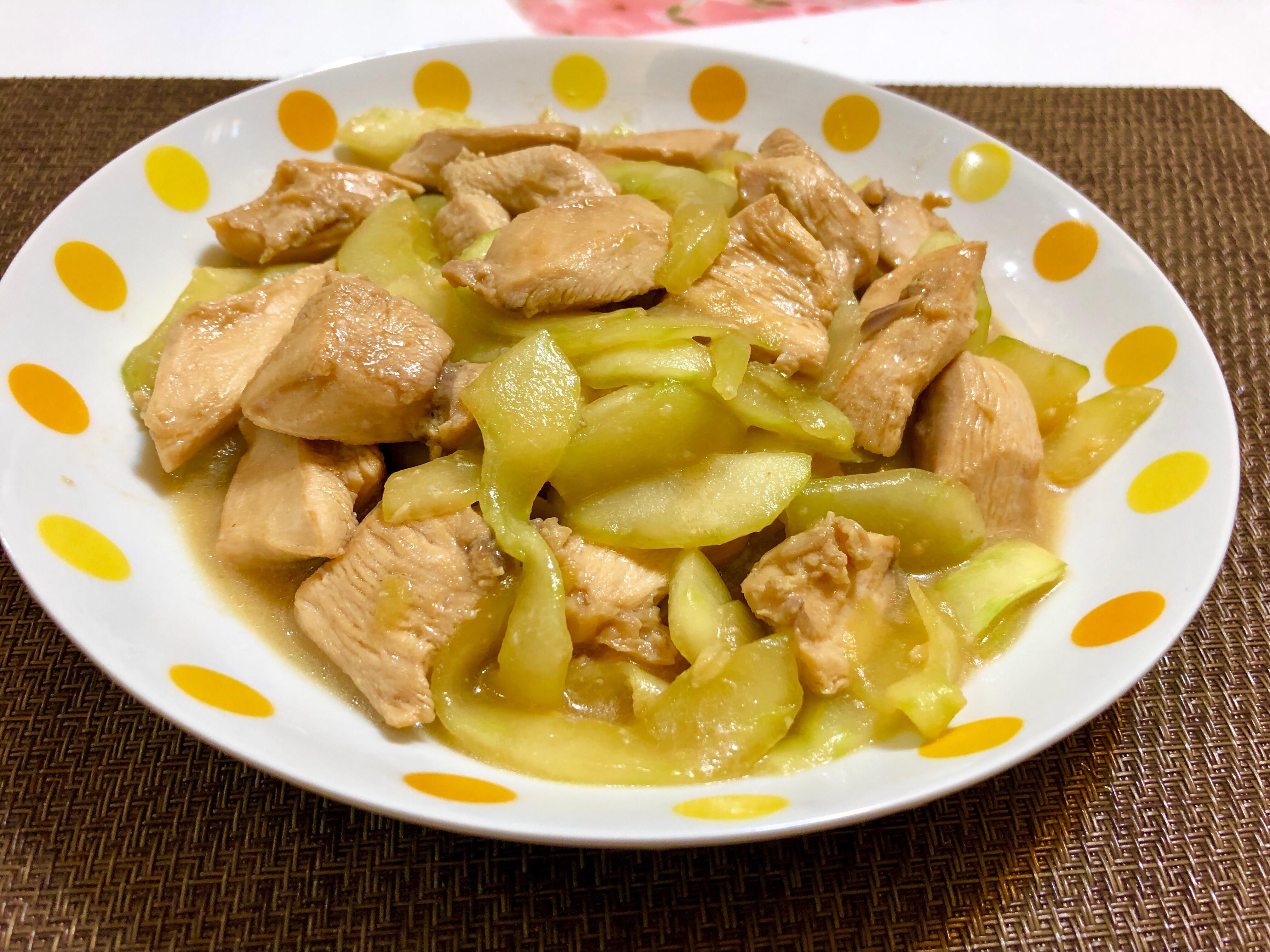 醬炒雞丁大黃瓜