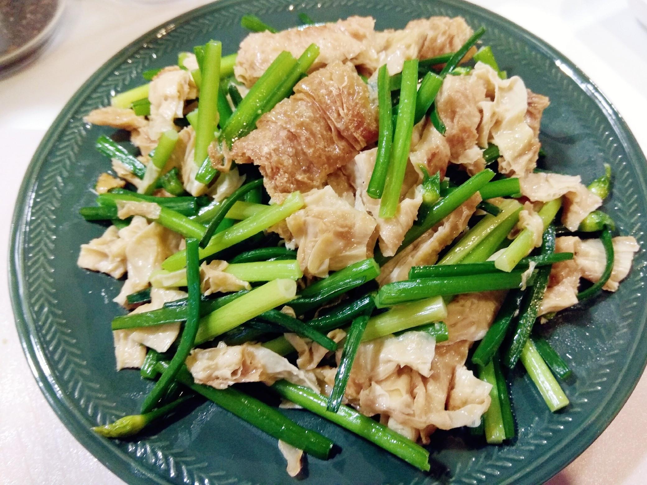 阿嬤ㄟ食譜:韭菜花花炒豆皮(豆包)