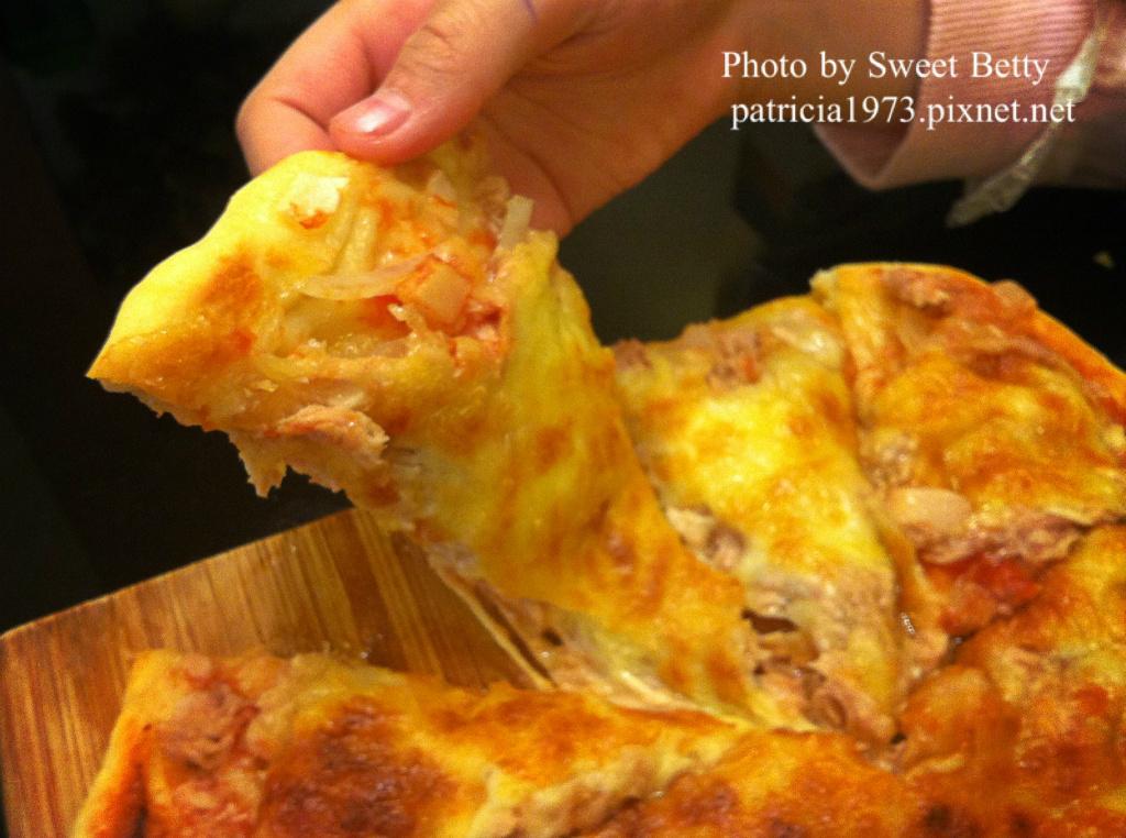 五分鐘免揉麵包~現烤出爐-鮪魚洋蔥pizza &夏威夷pizza