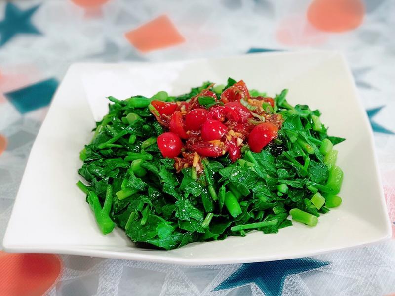 櫻花蝦醬佐番茄拌芥藍菜